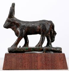 Egyptian Late Period bronze Apis bull - ca. 5cm h. - 6cm l.