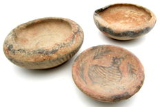 Lot of 3 Indus Valley Painted Terracotta - larger bowl = 88x32mm, small bowl = 83x30mm and plate = 64x18mm - Zoomorphic Motifs (3)
