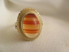 Gold ring with striped agate