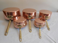 5 copper pans with hammered bottom and pouring lip - brass steel and tin - HARVARD - Made in France.