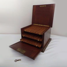 Humidor in mahogany and brass, 19th century.