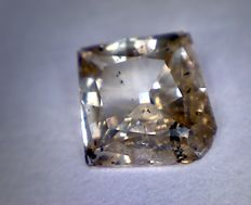 0.64 ct diamond – Kite cut – Intense brown – Clarity: I1
