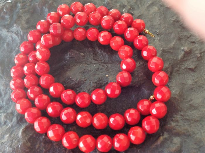 Necklace with faceted red coral, 25 g, length: 47 cm, 750/18 kt yellow gold necklace