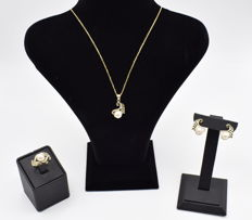 Yellow gold fresh water pearl set with zircon stone