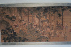 Scroll painting, print (approx. 3.40 m x 70 cm) with playing children - China - end of the 20th century