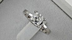 IGL 1.02 ct D/VS1 cushion diamond ring made of 18 kt white gold - size 6.5