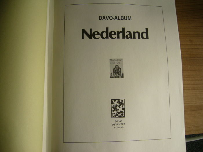 The Netherlands 1920/2002 - Collection in 2 Davo LX albums in case