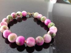Bracelet made of Jade Cherry Blossom, 17 grams, length 19 cm, 18k yellow gold clasp.