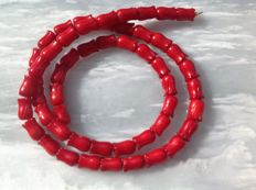 Necklace made of sculpted coral, 25 grams, length 46 cm, 18k yellow gold clasp.