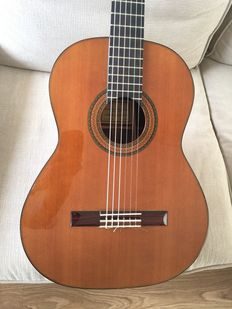 Antonio Aparicio classical guitar from 1993. Signed and branded by the manufacturer