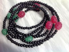 Necklace made of precious stones, ruby, emerald and black jasper, 47 grams, length 125 cm, with 18 kt yellow gold clasp.