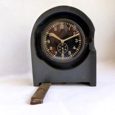 Radio station clock  - Luftwaffe - Junghans - Period 1937 (WW2) still with metal housing, later +-1940/'41 this became bakelite.