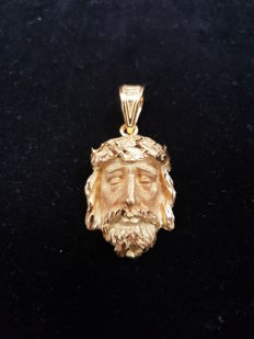 18ct Yellow Gold Christ Pendant