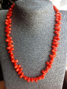 Orange coral necklace with 18 kt white gold clasp – Length 45 cm
