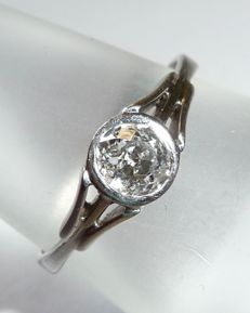 18 kt / 750 white gold ring weighing approx. 0.60 ct Diamond in old diamond cut, around 1920