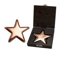 500 g polished copper star, manufactured by a German refinery of precious metals.