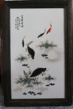 Porcelain image, framed with fish between aquatic plants - China - 21st century