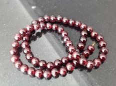 Gold 18 kt Necklace with garnet 52 g, 47 cm