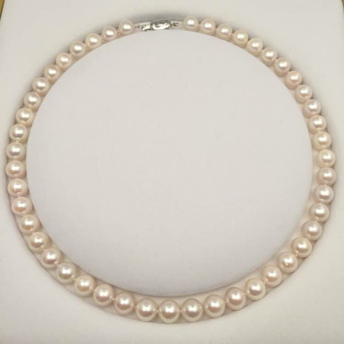 Japan akoya sea pearl necklace. Pearl diameter 8.5-9 mm. 14K gold buckle.