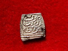 Al-Andalus – Nazari dynasty of Granada (1250-1492), 1/2 square dirham in silver (0.58 g, 12 mm), Islamic, medieval, anonymous, no date and mint of Granada.