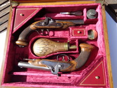 Pair of French Officer pistols, late  1º ( first) Empire model, transformed in to Percussion, in case