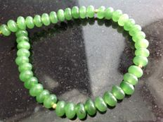 Green jade bracelet 10 g, length 21.5 cm, 18 kt yellow gold clasp.