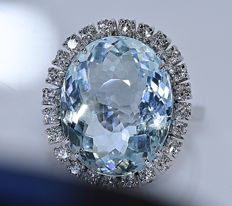 9.77 Aquamarine and Diamonds halo ring - No reserve price!
