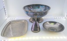 Lot of tray, two centrepieces and small bell, in silver, 20th century