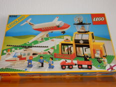 Classic Town - 6392 + 5180 + 3811 - Airport + T-Junction, Circle + Baseplate 32 x 32