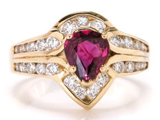 Certified gold cocktail ring with diamonds & intense red ruby - 1.55 ct in total / VVS2-VS2 / 16.8 mm **No reserve price**