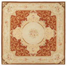 (Size 187 x 183 cm) Authentic 100% handmade Obusson Rug – Flower motif – Shape: square – Era: 1960-1970 – Galleria Farah1970