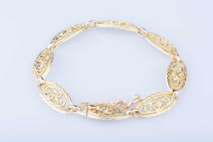 18kt yellow gold bracelet; Length around 20 cm.