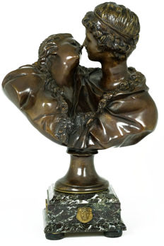 After Jean Antoine Houdon (1741-1828) - bronze sculpture of a love couple titled 'Le Baiser' - France - early 20th century