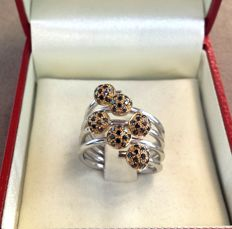 Pavè ring in gold with 0.78 ct black diamonds.