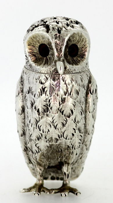 A Victorian solid silver owl salt / pepper shaker - Charles Thomas Fox & George Fox - London - 1857