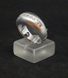 White Gold K18 (750/1000)  - Ladies Ring with cubic zirconia