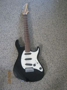 Nice electric guitar by Cort from the G series, plus bag and stand