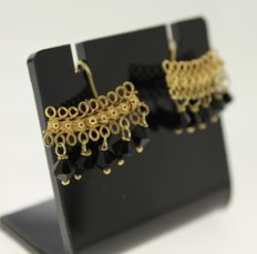 18 kt yellow gold handmade earrings with beads, size: 13 x 18 mm
