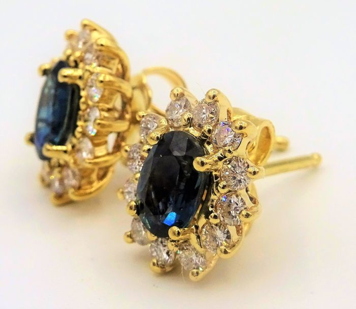 14 kt yellow gold ear studs with diamond and natural sapphire