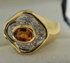 Gold ring in 18 kt with diamond of approx. 0.45 ct and sapphire, ring size: 18.75
