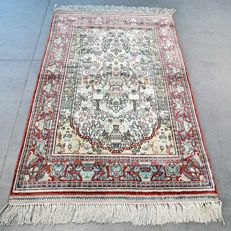 Very finely knotted 100% silk Hereke carpet – 1,000,000 knots/m2 – collector's item