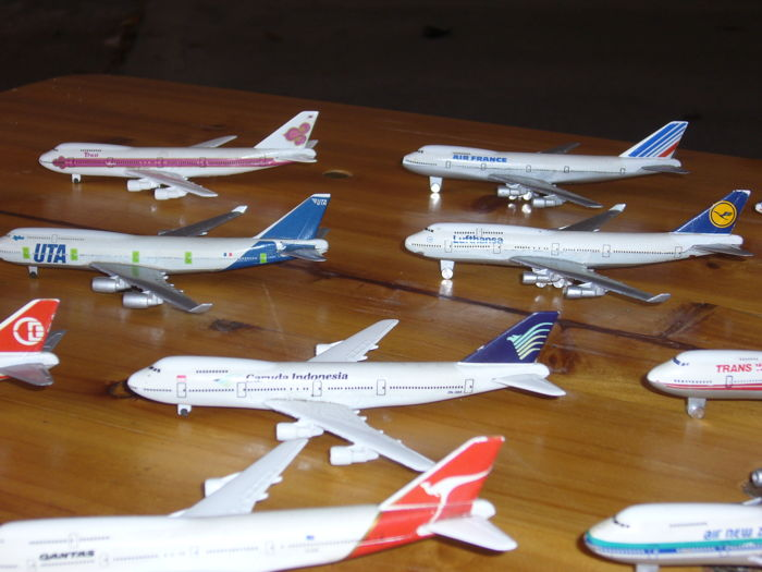 28 model airliners in metal with spinning wheels - Catawiki
