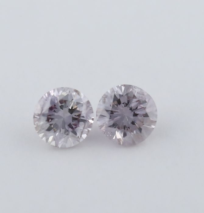 Pair 0.05 + 0.05 = 0.10 ct. Round Brilliant Natural Diamonds - Very Light Pink - I 1