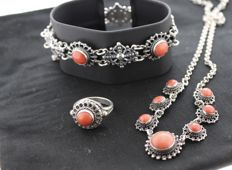 Silver, antique set, inlaid with coral, ring size: 17.5.