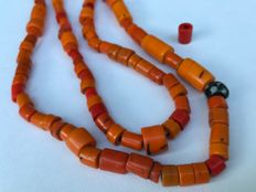 Necklace with orange Glass beads  with Extras - Naga (Manipur)  - Nagaland (Noord-Oost India)
