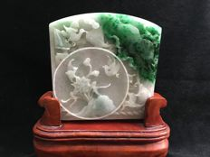 Jadeite carving with a lotus and a bird emerald colour, incl. certificate, period: 1950-1960