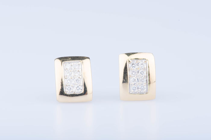 18 kt yellow gold earrings, 16 diamonds, approximately 0.48 ct in total