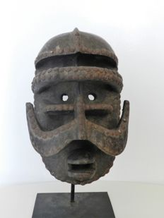 "An old and powerfull ""gle"" Mask - BETE - Ivory Coast"