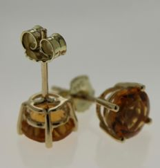 Gold solitaire earrings in 14 kt, inlaid with citrine - Length: 0.5 x 0.5 cm