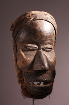 Old mask of beet top object BEETROOT - Ivory Coast